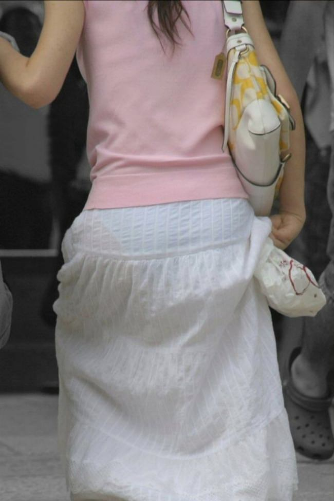 街で女のお尻を直視するのがワイの嗜み!高確率で透けパンツに出会えるぞぉーwww 1142