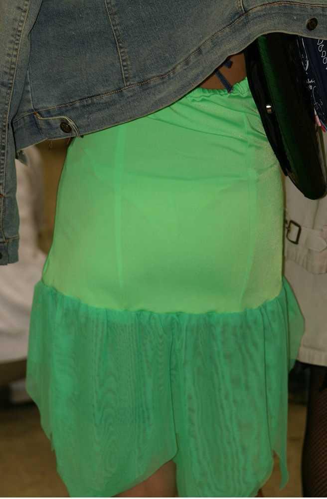 街で女のお尻を直視するのがワイの嗜み!高確率で透けパンツに出会えるぞぉーwww 1143