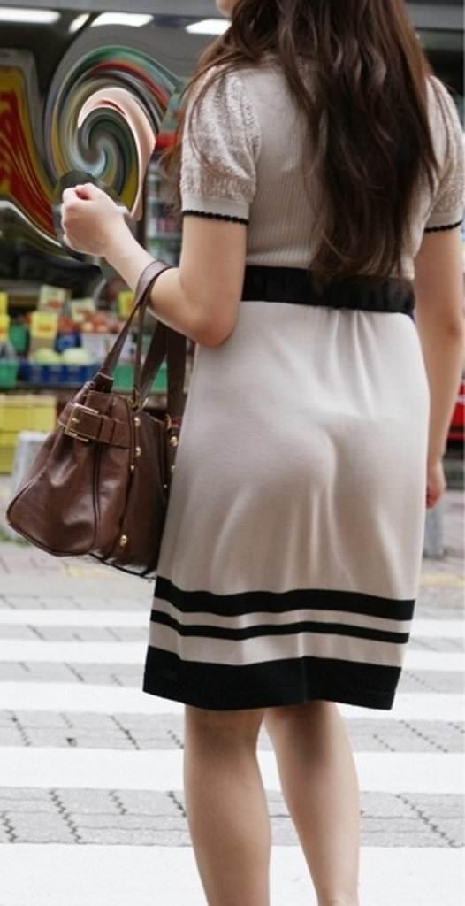 街で女のお尻を直視するのがワイの嗜み!高確率で透けパンツに出会えるぞぉーwww 1145