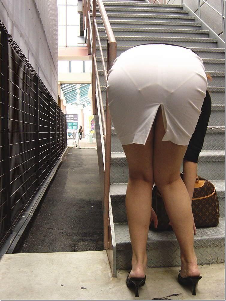 街で女のお尻を直視するのがワイの嗜み!高確率で透けパンツに出会えるぞぉーwww 1163