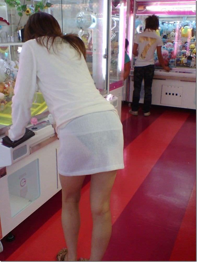 街で女のお尻を直視するのがワイの嗜み!高確率で透けパンツに出会えるぞぉーwww 1168