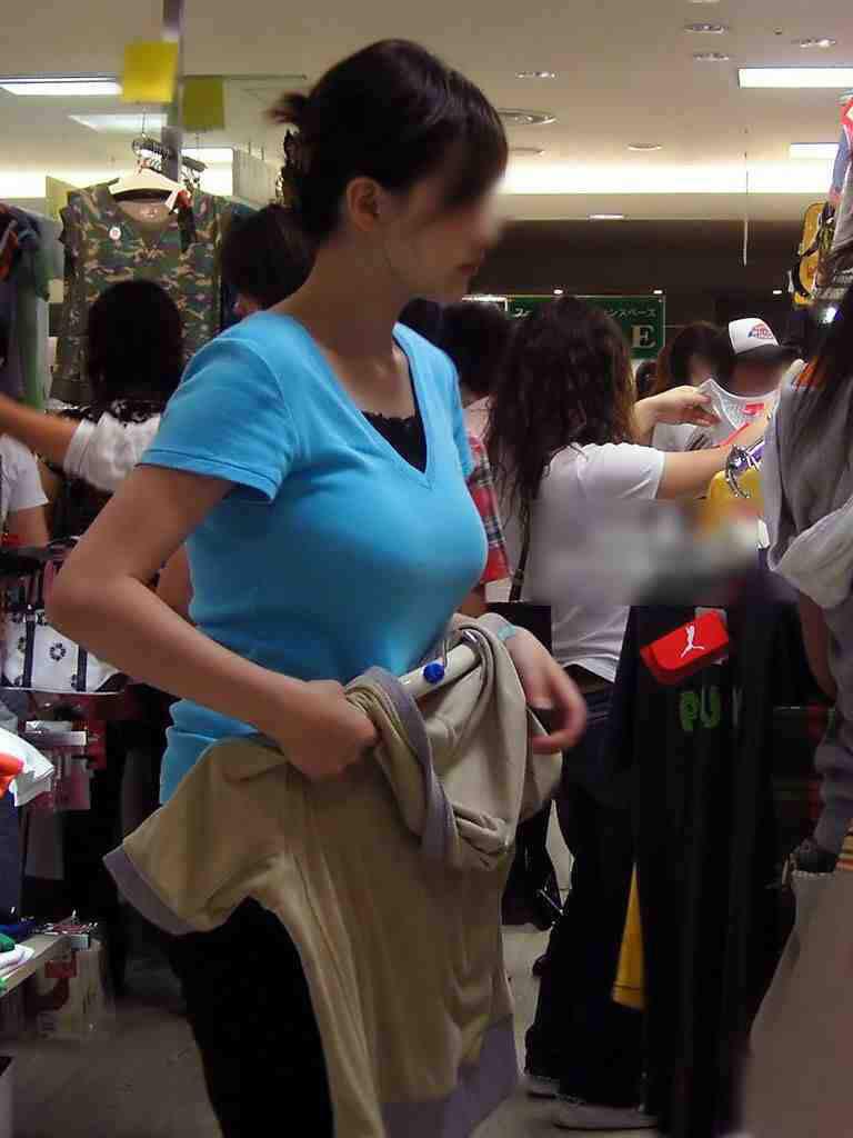 服着てるのに巨乳なのがわかる着衣おっぱい画像をくださいwwwwwwww Xzrs5uR