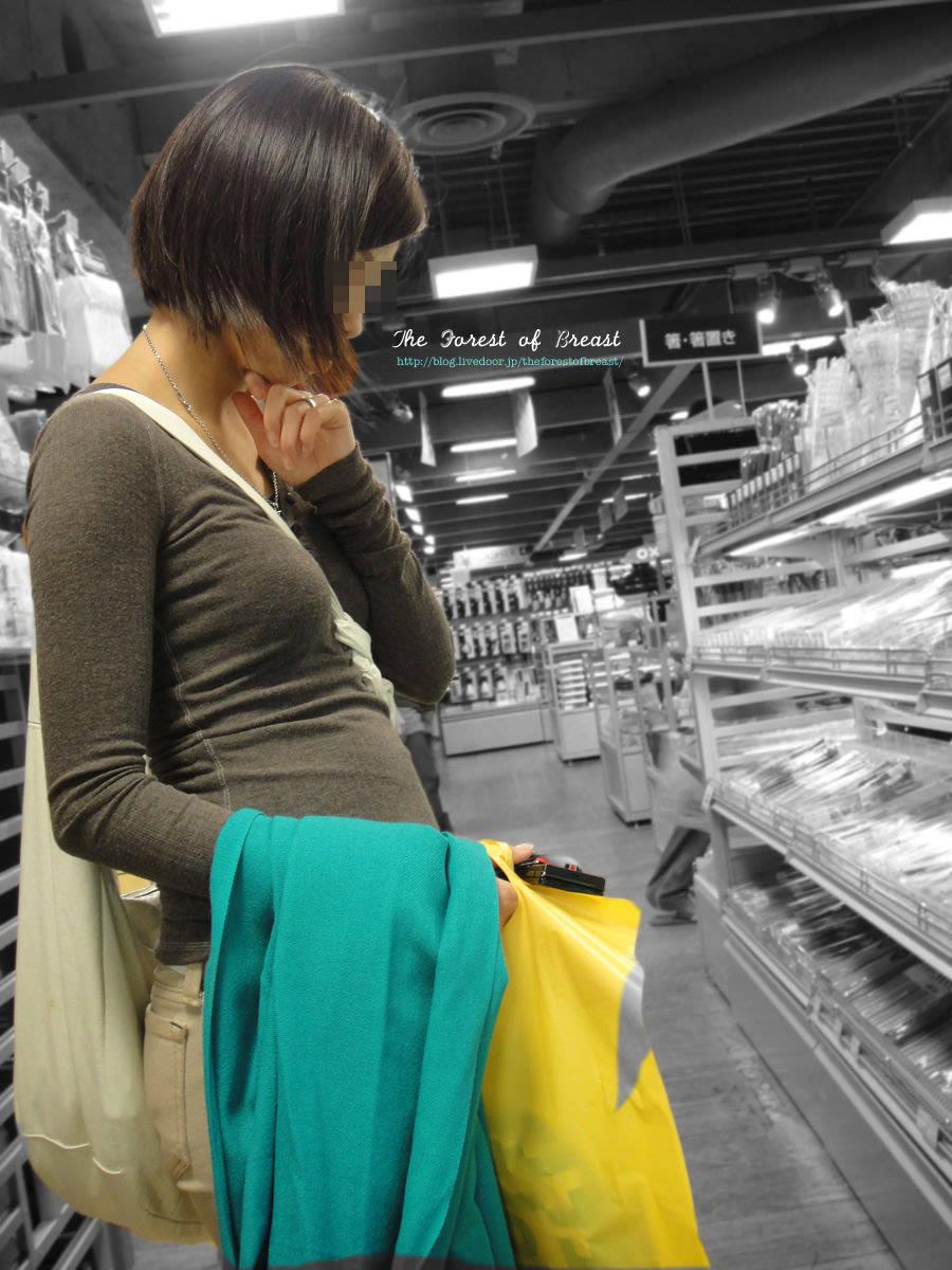 服着てるのに巨乳なのがわかる着衣おっぱい画像をくださいwwwwwwww ZuC8KRI