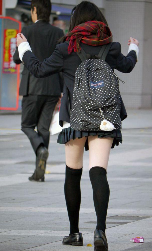 歩くパンティことミニスカJKの街撮り画像をくださいwwwwwwww ec8edMy