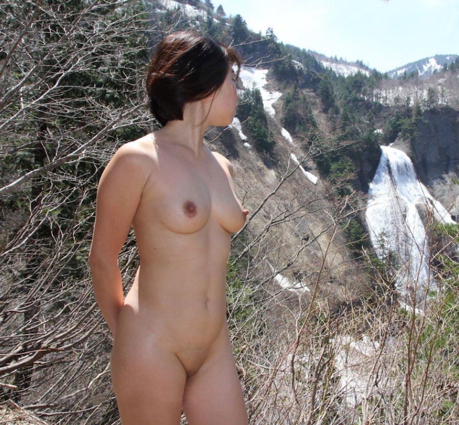野外露出が大好きな美人妻!!!!もはや芸術wwwww 2837