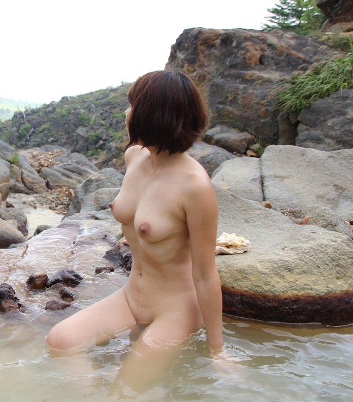 野外露出が大好きな美人妻!!!!もはや芸術wwwww 2839