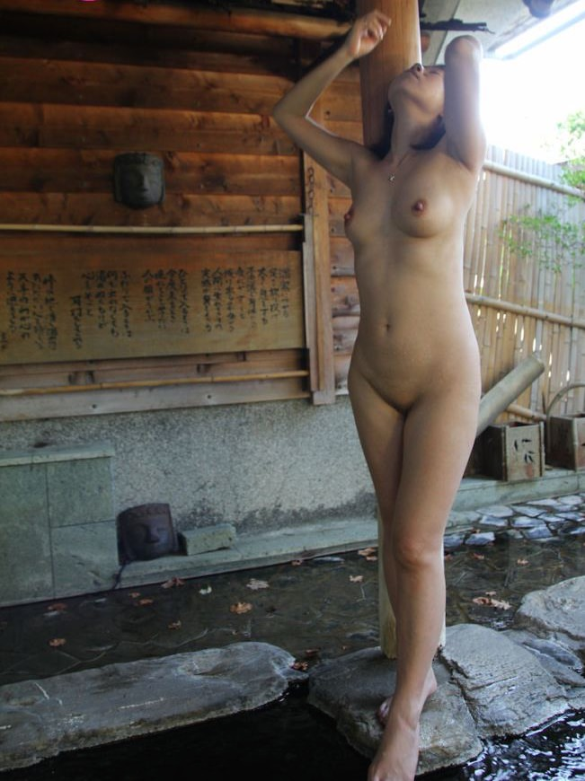 野外露出が大好きな美人妻!!!!もはや芸術wwwww 2841