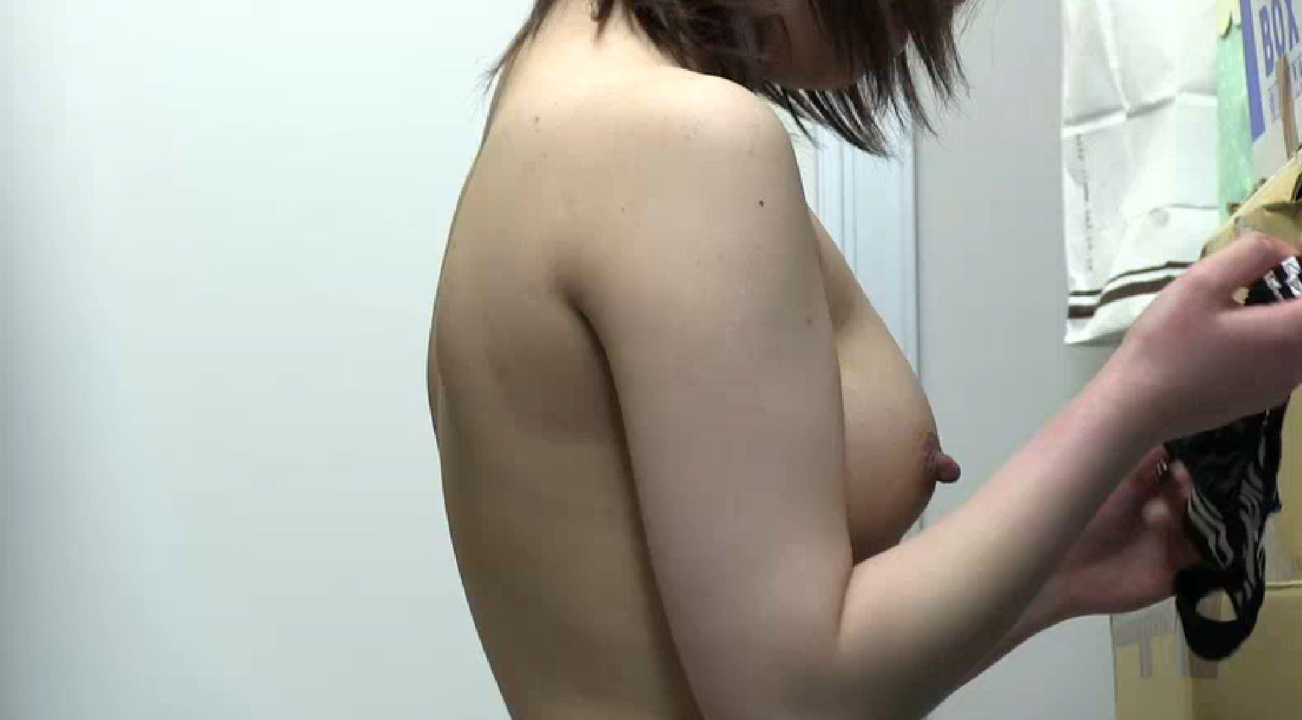 女子更衣室でお着替えするOLを隠し撮りしたエロ画像 0707