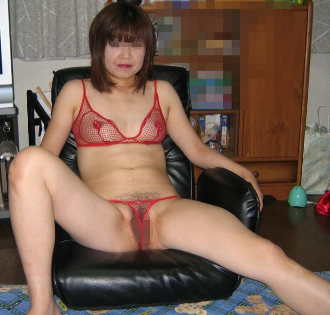 熟女のスケスケな下着に黒い乳首が透けてるエロ画像 0726