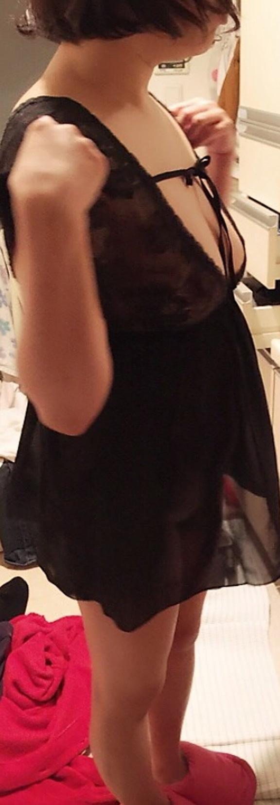 熟女のスケスケな下着に黒い乳首が透けてるエロ画像 0729