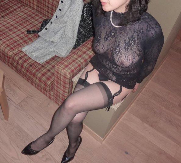 熟女のスケスケな下着に黒い乳首が透けてるエロ画像 0733