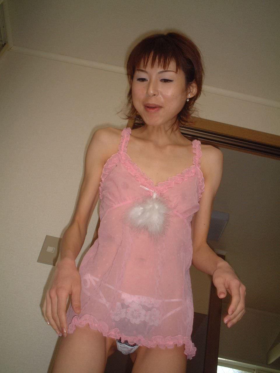 熟女のスケスケな下着に黒い乳首が透けてるエロ画像 0738