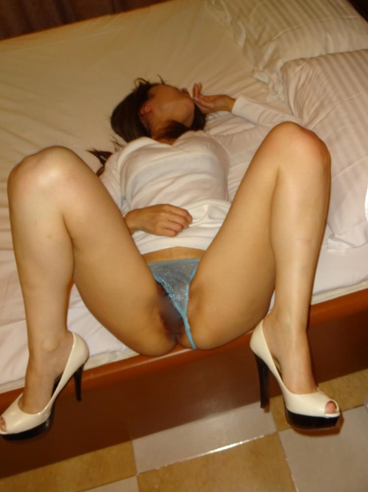 熟女のスケスケな下着に黒い乳首が透けてるエロ画像 0741