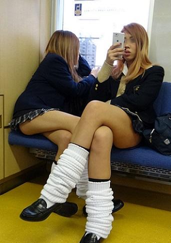 電車の座席にパンツ擦れてるJK画像wwwwwwwwwww 0xtZ9UC