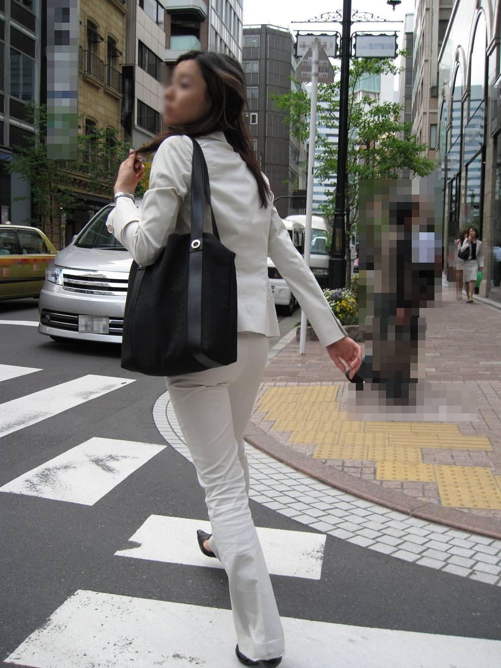 お尻のラインがくっきりハッキリしてる街撮り画像!!!!!!!! 2501