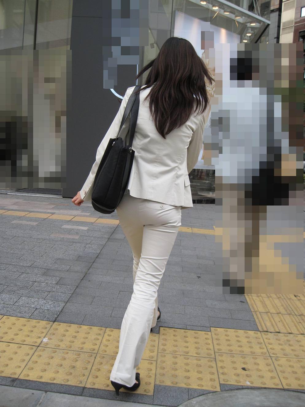 お尻のラインがくっきりハッキリしてる街撮り画像!!!!!!!! 2502