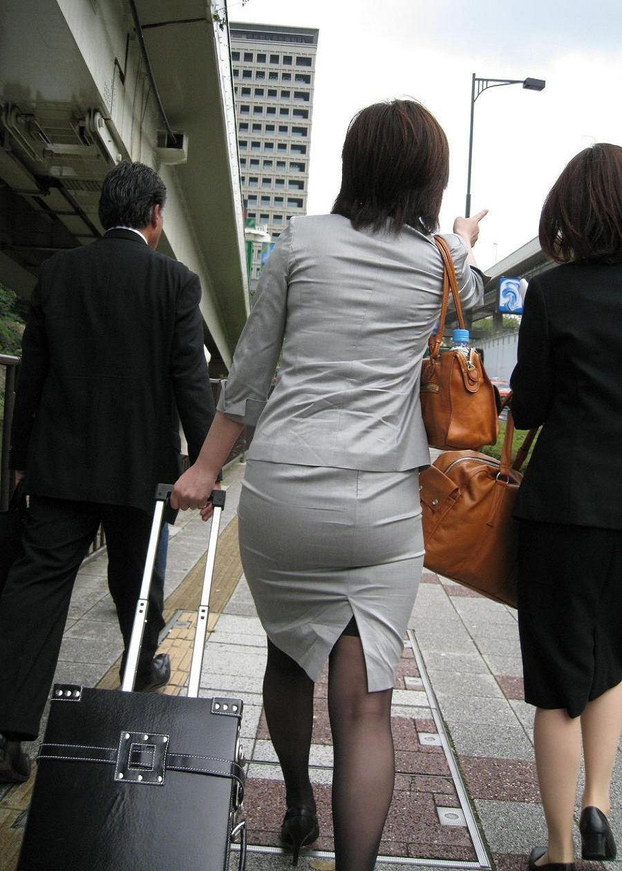 お尻のラインがくっきりハッキリしてる街撮り画像!!!!!!!! 2524