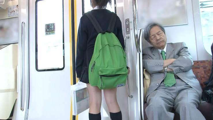 電車の座席にパンツ擦れてるJK画像wwwwwwwwwww BBjABoT