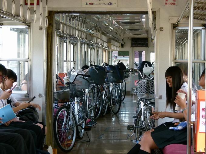 電車の座席にパンツ擦れてるJK画像wwwwwwwwwww IbrkFjU