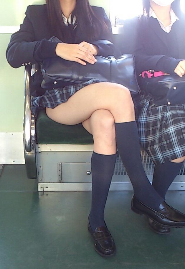 電車の座席にパンツ擦れてるJK画像wwwwwwwwwww SvCqhrR