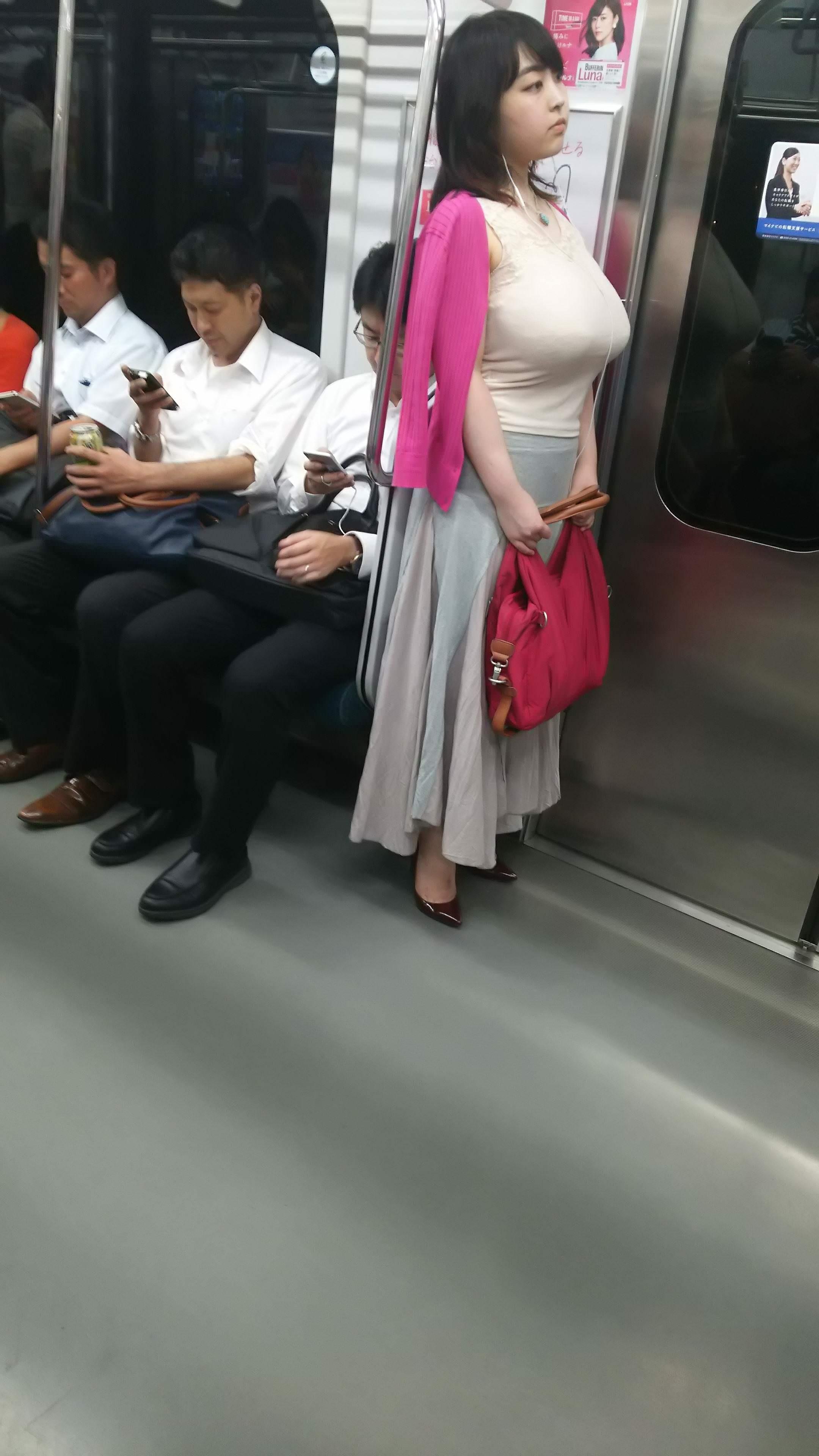 電車の座席にパンツ擦れてるJK画像wwwwwwwwwww o30ZdNF