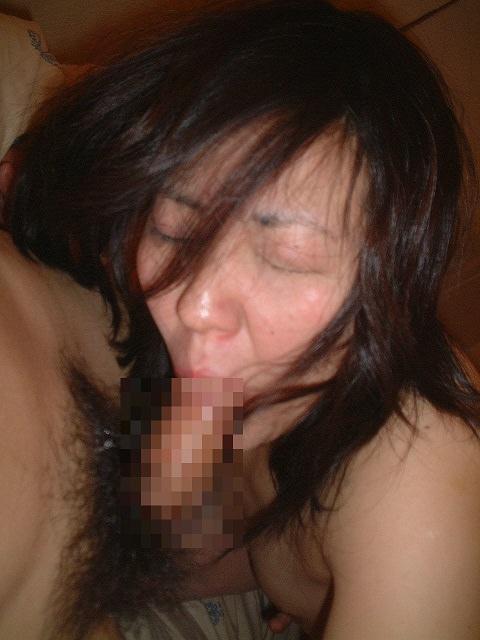 卓越した舌を使った人妻のねっとりフェラ画像 2413