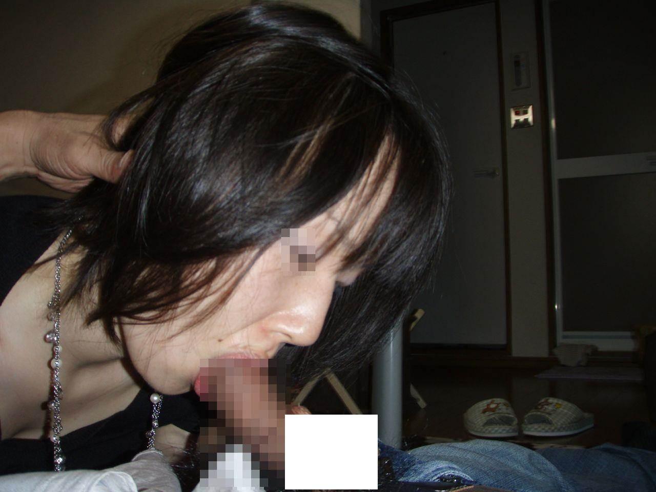 卓越した舌を使った人妻のねっとりフェラ画像 2427