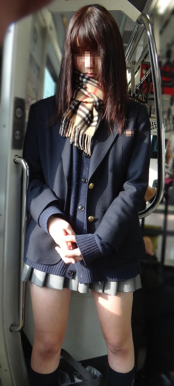 健康的なピチピチのJS小学生が透けパン・透け尻を街角盗撮した画像