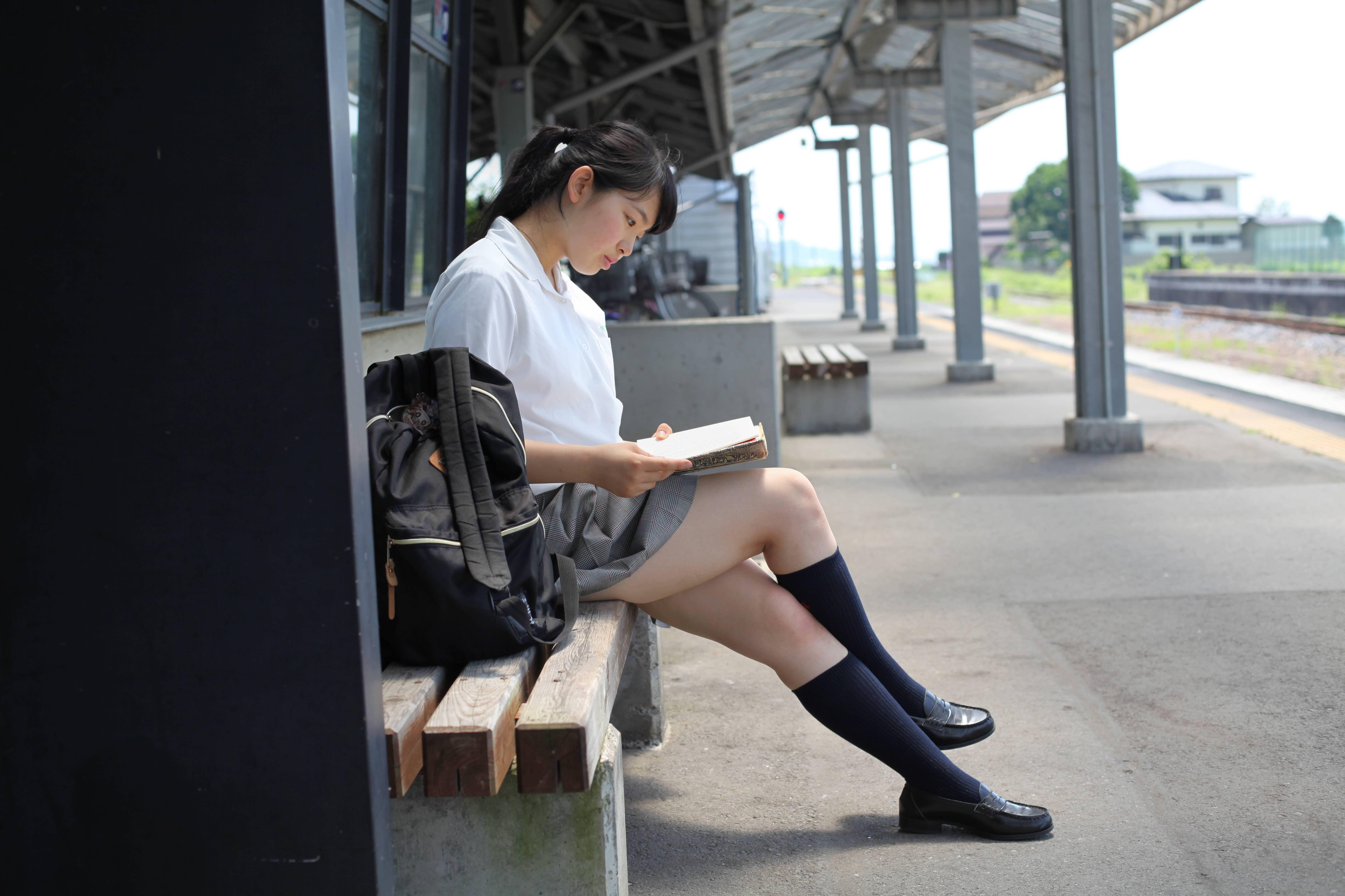 かぶり付きたいミニスカ女子高生の太もも画像wwwwwwwwww YjZmCBr