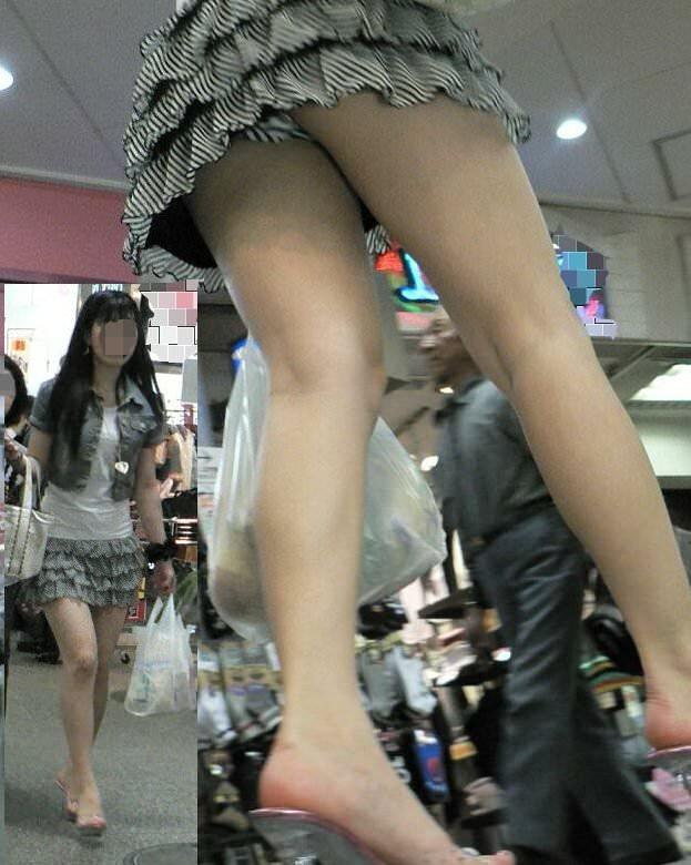 ミニスカ過ぎてお尻見えちゃってるぅーwwwお姉さんの街撮りパンチラ画像!!!! 0305