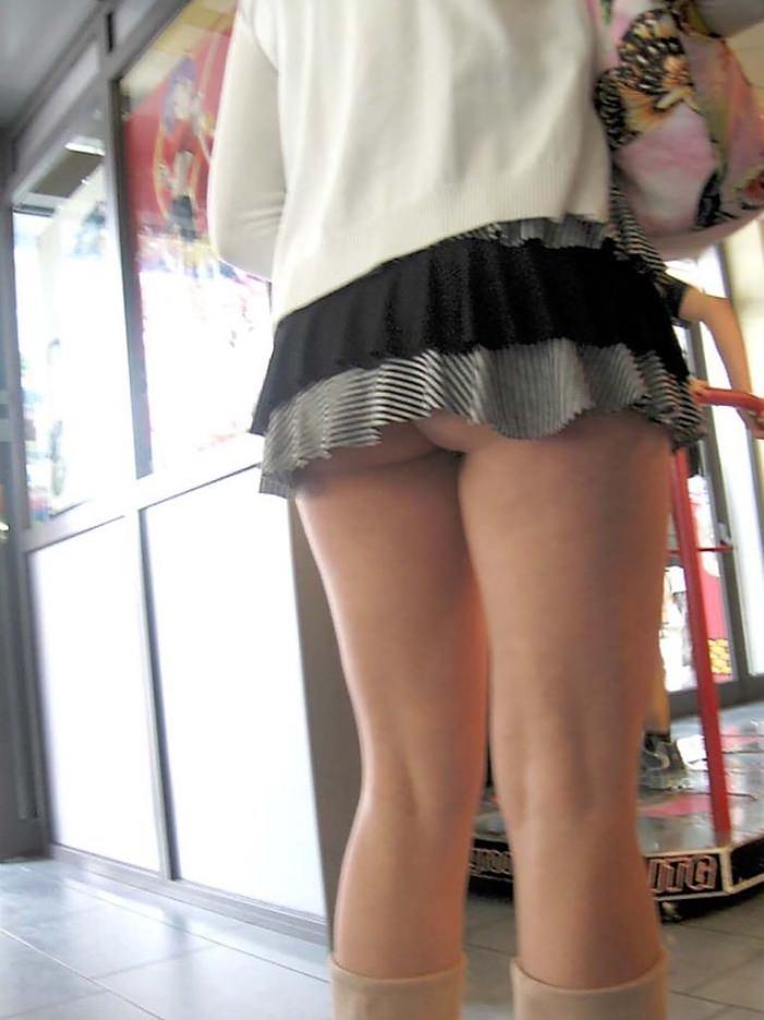 ミニスカ過ぎてお尻見えちゃってるぅーwwwお姉さんの街撮りパンチラ画像!!!! 0316
