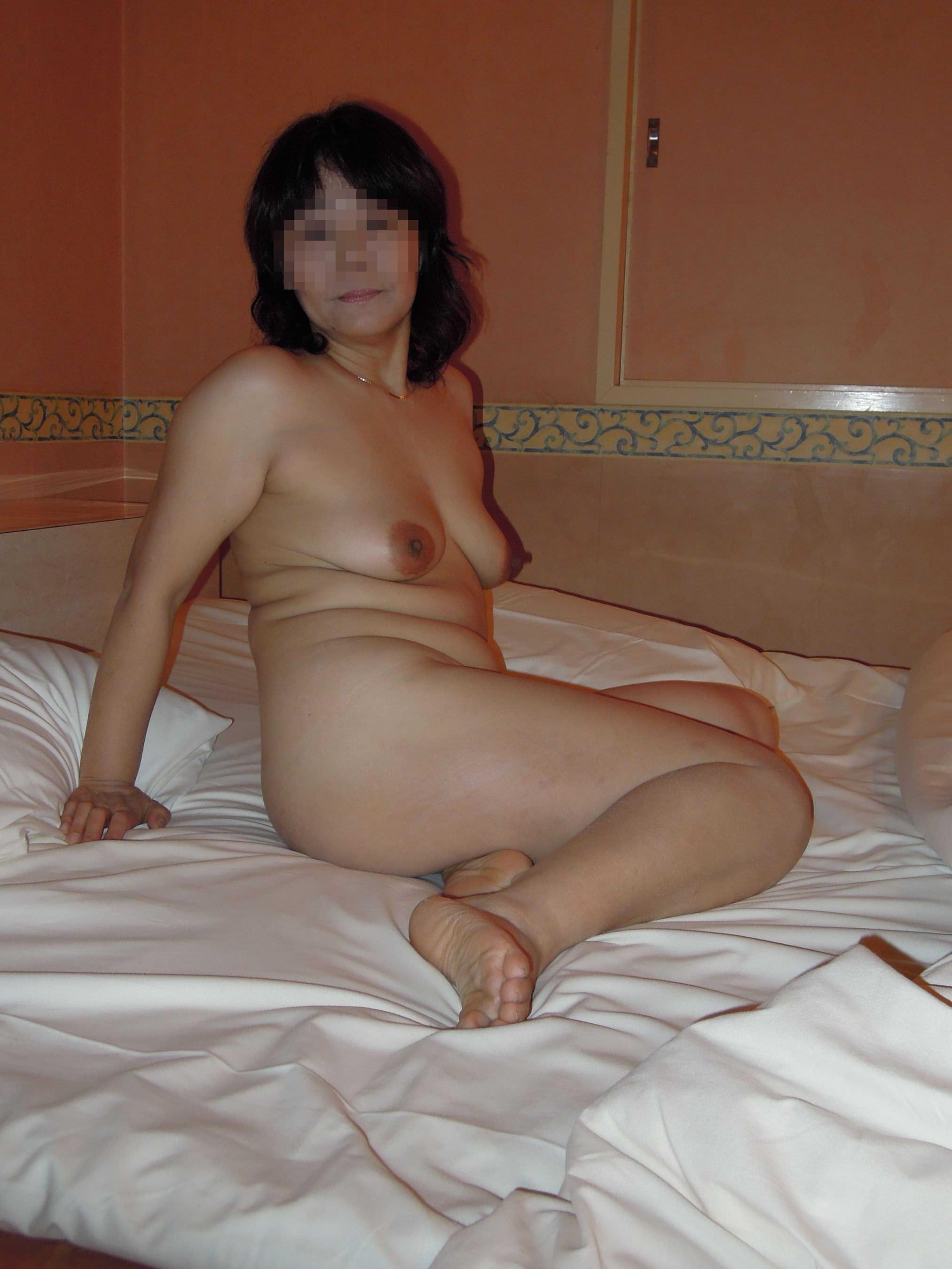 熟女の崩れた裸体ってホントえっちだよなぁーwww50代ポッチャリ系おばさんのエロ画像 1110
