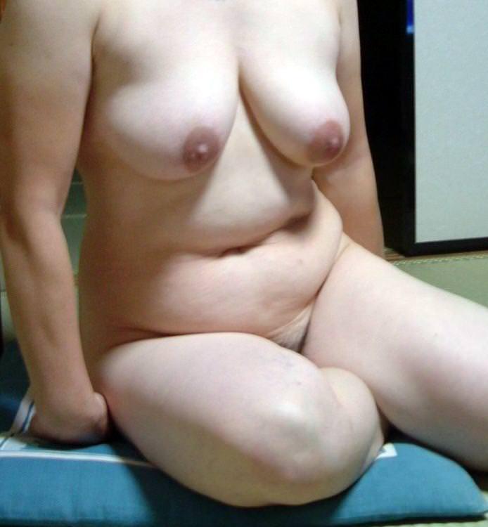 熟女の崩れた裸体ってホントえっちだよなぁーwww50代ポッチャリ系おばさんのエロ画像 1121