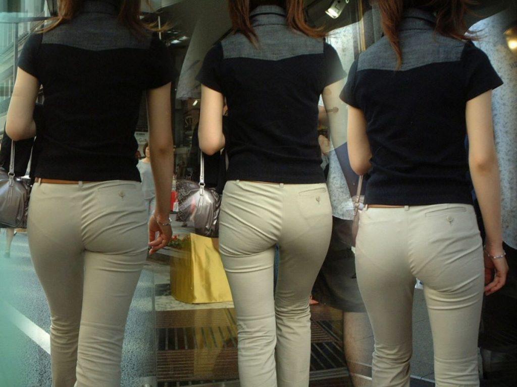 素人女性のお尻って着衣尻が一番魅力的だと思うよな??????????????? BEtRbjN