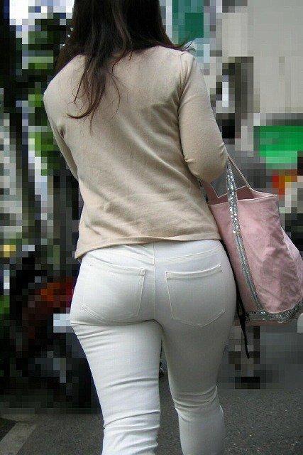 素人女性のお尻って着衣尻が一番魅力的だと思うよな??????????????? MH90QFR