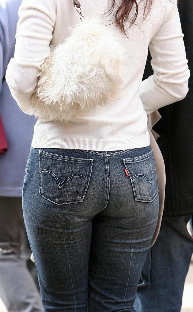 素人女性のお尻って着衣尻が一番魅力的だと思うよな??????????????? bq7yptR