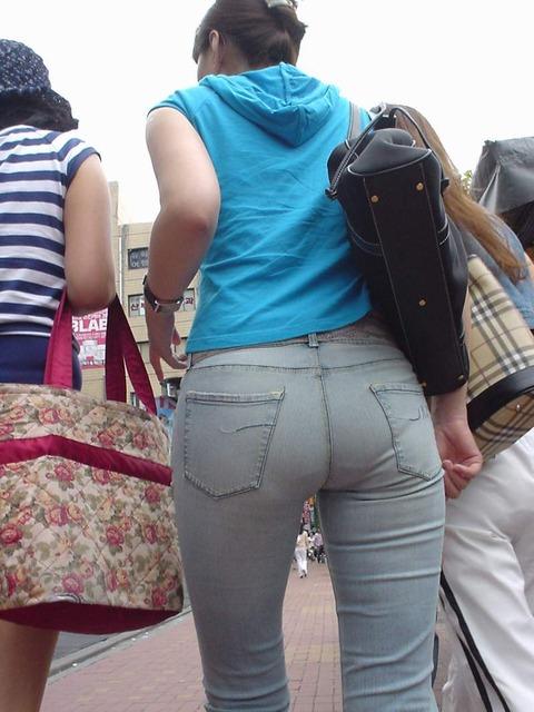 素人女性のお尻って着衣尻が一番魅力的だと思うよな??????????????? iSSfSGj