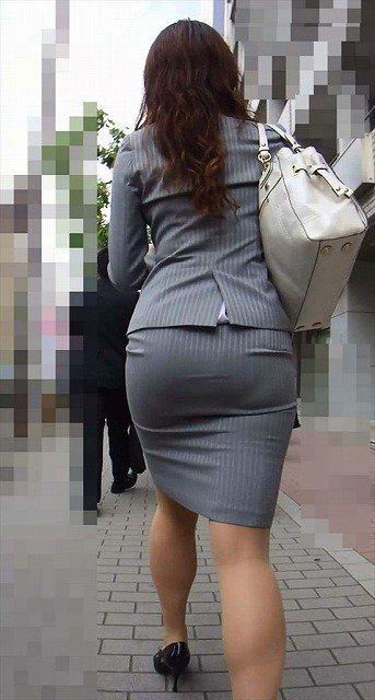 素人女性のお尻って着衣尻が一番魅力的だと思うよな??????????????? l3tcuxi