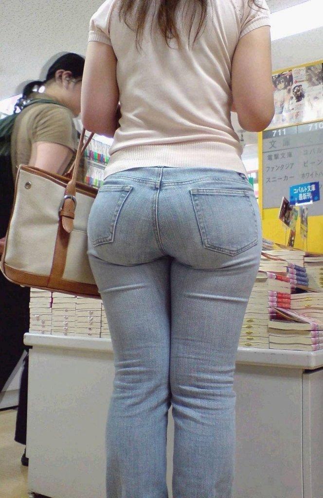 素人女性のお尻って着衣尻が一番魅力的だと思うよな??????????????? vayJk1m
