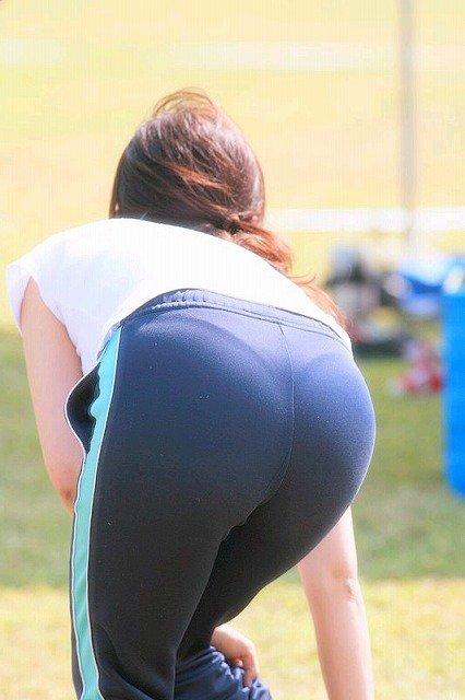 素人女性のお尻って着衣尻が一番魅力的だと思うよな??????????????? wc1jBBg