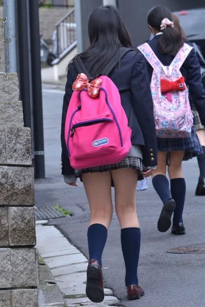 放課後の10代女子中学生が剥き出しにしてチンポ貪るフェラチオが尋常じゃなくエロい画像