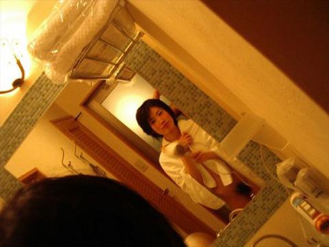 エッチに燃えちゃって鏡前でセックスし始めるカップルwwwwwwww 0221