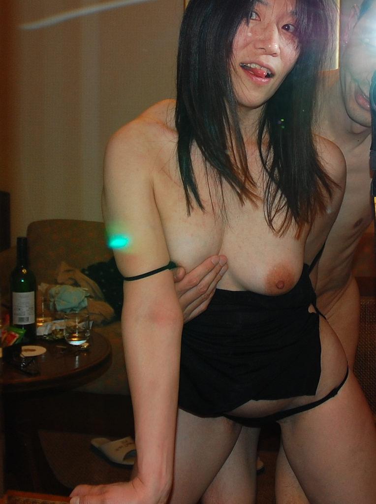 エッチに燃えちゃって鏡前でセックスし始めるカップルwwwwwwww 0233