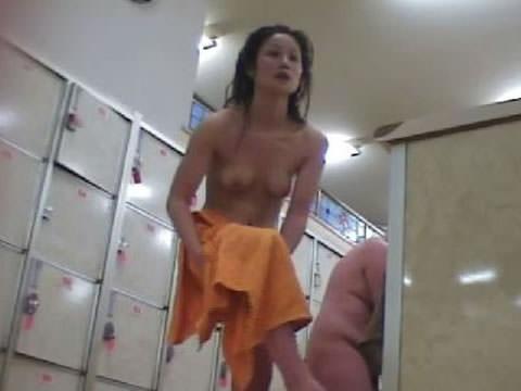 女の敵は女って分かる脱衣所の盗撮エロ画像 0859