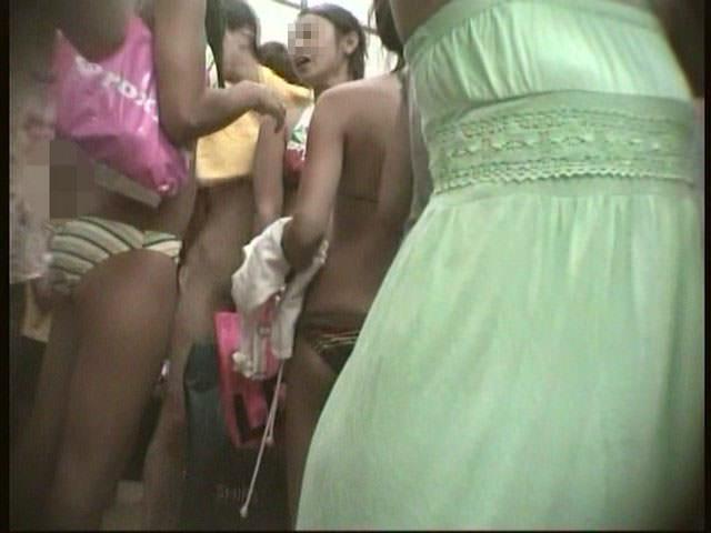 女の敵は女って分かる脱衣所の盗撮エロ画像 0873