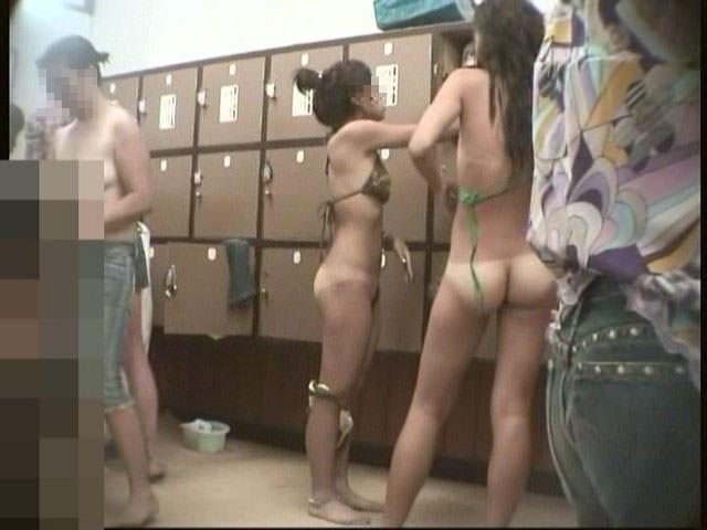 女の敵は女って分かる脱衣所の盗撮エロ画像 0882