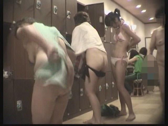 女の敵は女って分かる脱衣所の盗撮エロ画像 0888