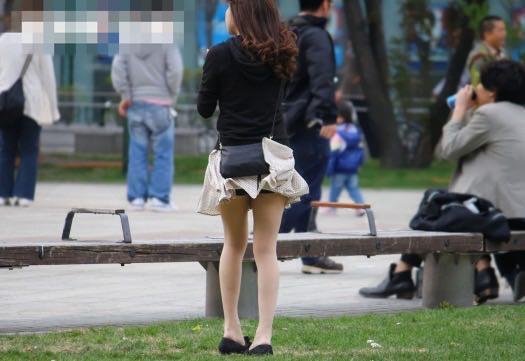 公園でのパンチラ率高すぎーwww可愛いお姉さんのパンツ見放題!!! 2441