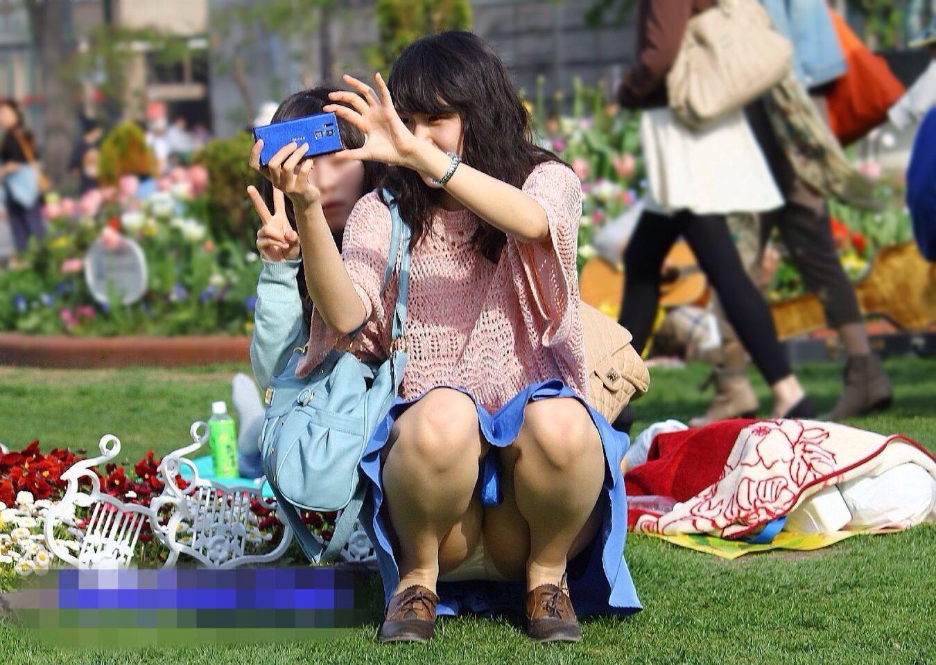 公園でのパンチラ率高すぎーwww可愛いお姉さんのパンツ見放題!!! 2442