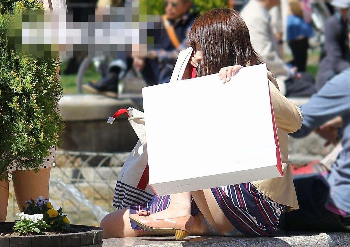 公園でのパンチラ率高すぎーwww可愛いお姉さんのパンツ見放題!!! 2444